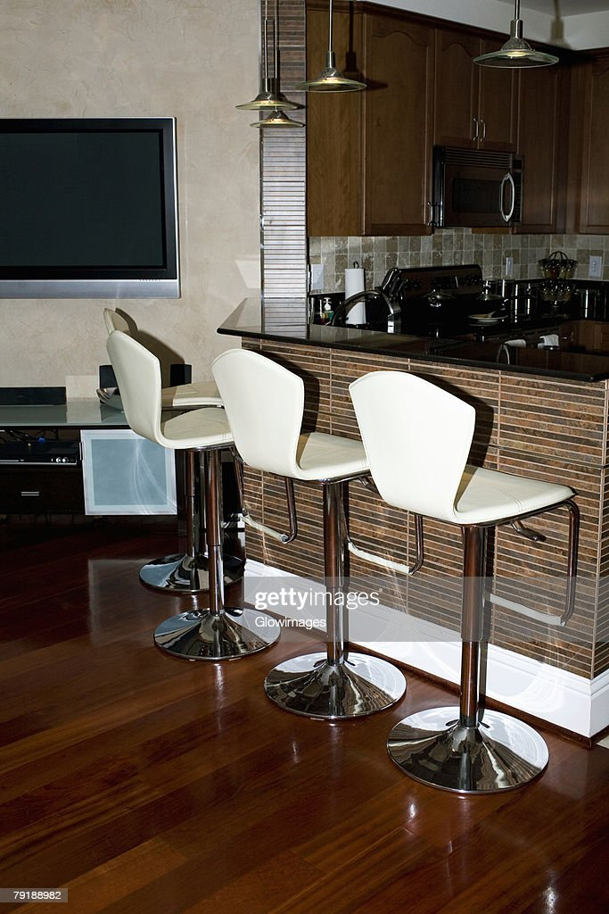 Row of chairs at a domestic kitchen : Foto de stock