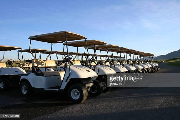 Reihe von Golf-Carts