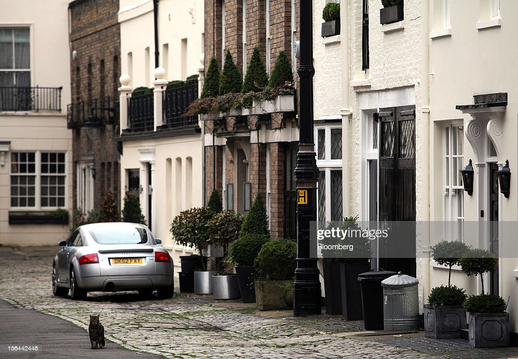 A row of mews houses are seen in the London area of Belgravia, in London, U.K., on Thursday, Nov. 15, 2012. London luxury homes won't rise in value next year for the first time since 2008 as proposals to extend property transaction taxes deter buyers, Jones Lang LaSalle Inc. said. Photographer: Chris Ratcliffe/Bloomberg via Getty Images