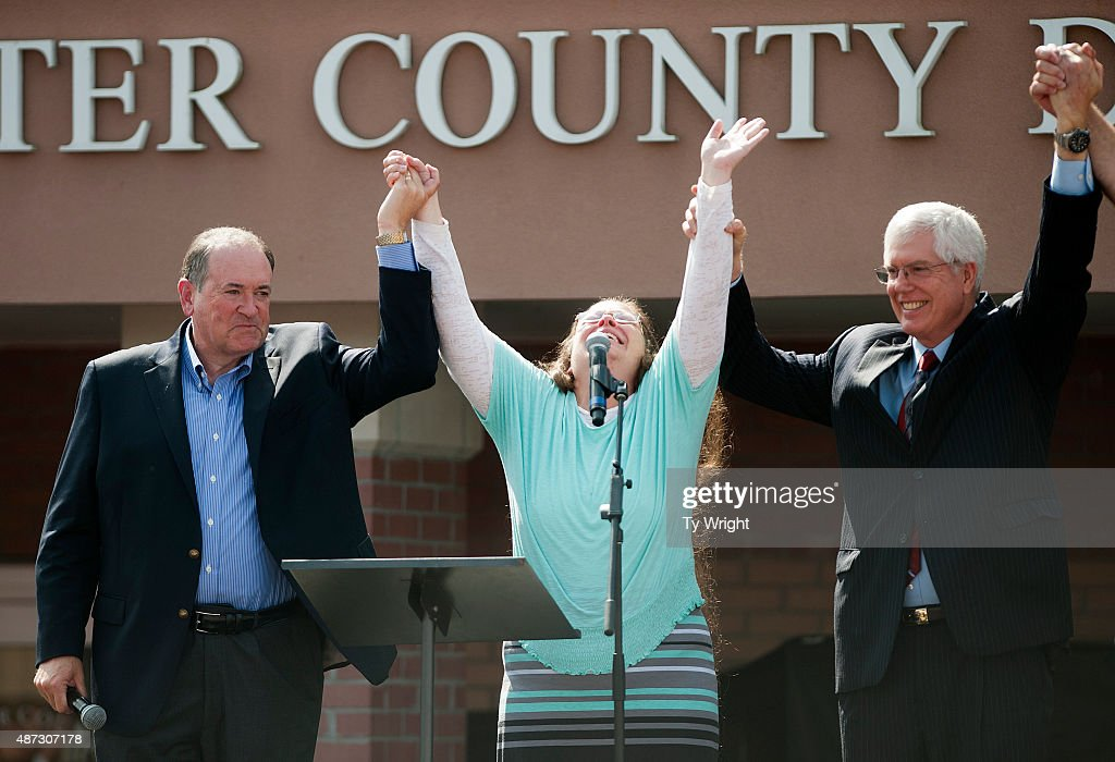 Rowan County Clerk of Courts Kim Davis holds her hands in the air with her attorney Mat Staver (R) and Republican presidential candidate Mike Huckabee in front of the Carter County Detention Center on September 8, 2015 in Grayson, Kentucky. Davis was ordered to jail last week for contempt of court after refusing a court order to issue marriage licenses to same-sex couples.