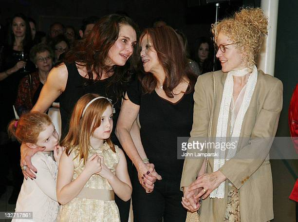 Rowan Francis Henchy Brooke Shields Greir Hammond Henchy Marlo Thomas and Amy Irving attend the 2011 Culture Project Producer's Weekend dinner at...