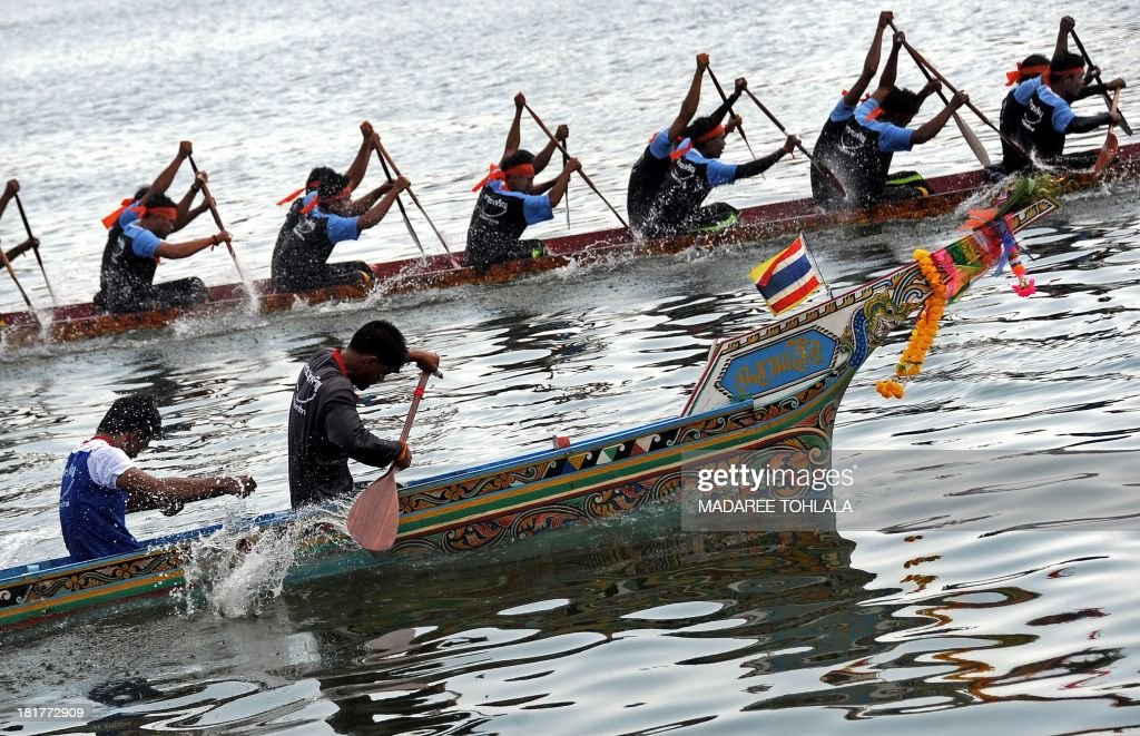 Rowers take part in a dragon boat race on the Narathiwat river in Thailand's southern province of Narathiwat on September 25, 2013. The annual five-day boat rowing festival involves teams from Thailand and Malaysia. AFP PHOTO/Madaree TOHLALA