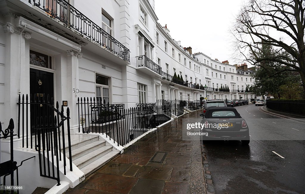 Rows of houses stand on Egerton Crescent in the Kensington and Chelsea borough of London, U.K., on Friday, Dec. 28, 2012. Egerton Crescent, close to Harrods luxury department store in Knightsbridge, is the most expensive address in the borough, with an average property value of 8.14 million pounds ($13.2 million), Lloyds TSB said. Photographer: Chris Ratcliffe/Bloomberg via Getty Images
