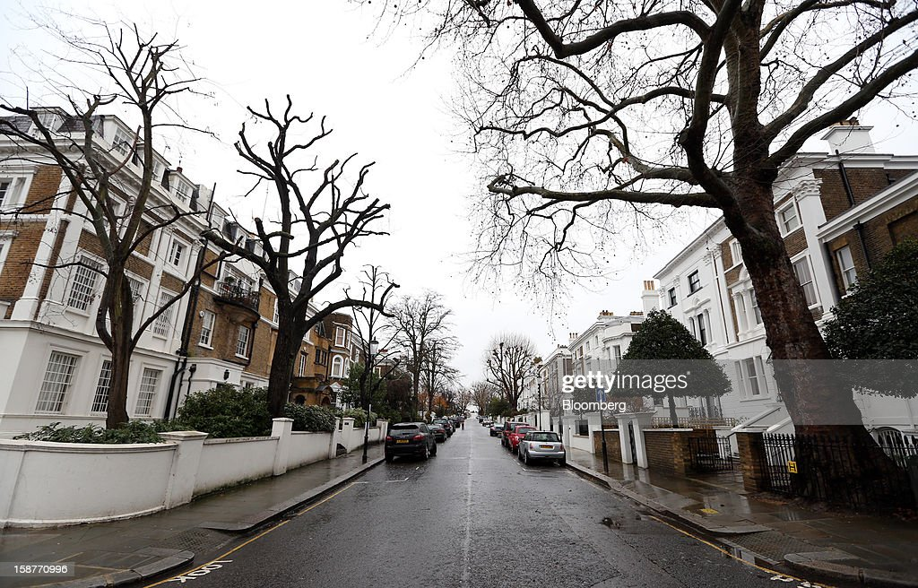 Rows of houses stand on Lansdowne Road in the Kensington and Chelsea borough of London, U.K., on Friday, Dec. 28, 2012. Egerton Crescent, close to Harrods luxury department store in Knightsbridge, is the most expensive address in the borough, with an average property value of 8.14 million pounds ($13.2 million), Lloyds TSB said. Photographer: Chris Ratcliffe/Bloomberg via Getty Images