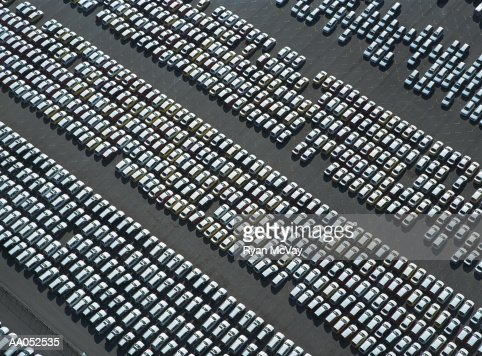 Rows of new cars parked in parking lot, aerial view : Stock-Foto