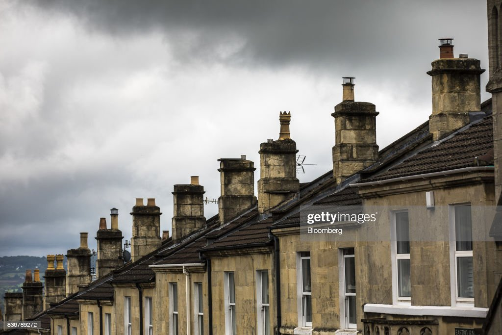A rows of residential terraced housing stands in Bath, U.K. on Monday, Aug. 21, 2017. U.K. property prices stagnated in July as a slump in London values spread to neighboring areas, according to theRoyal Institution of Chartered Surveyors. Photographer: Jason Alden/Bloomberg via Getty Images