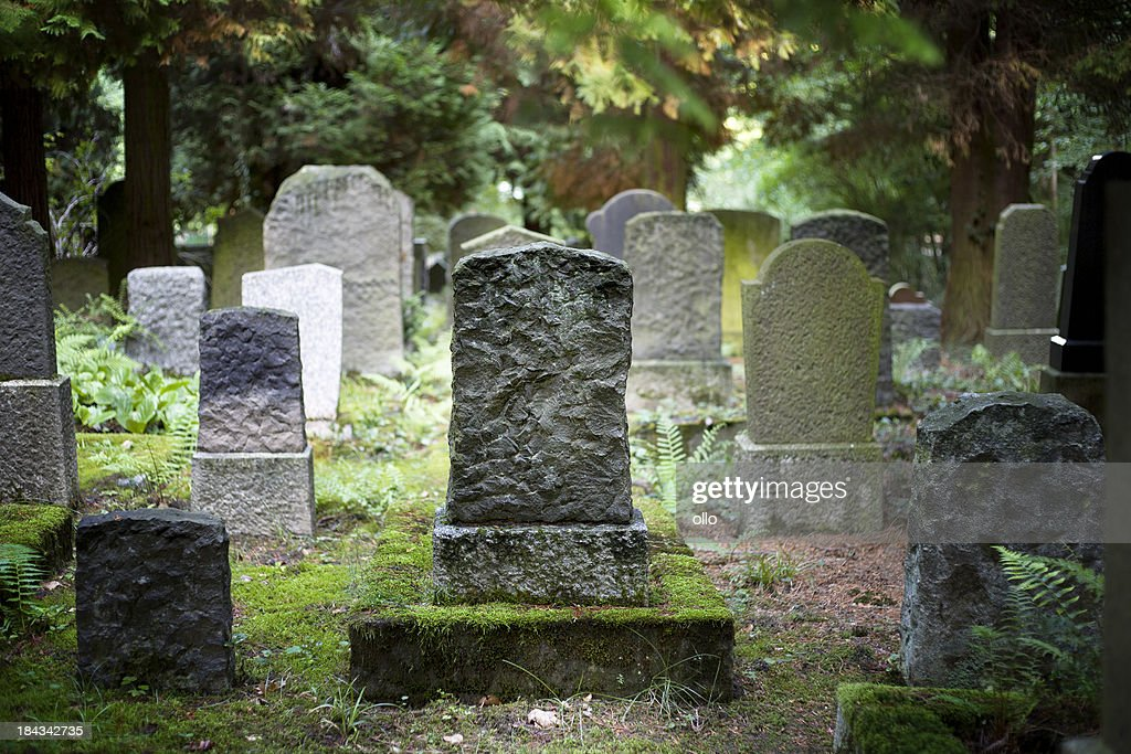 Rows of very old and weathered tombstones : Stockfoto