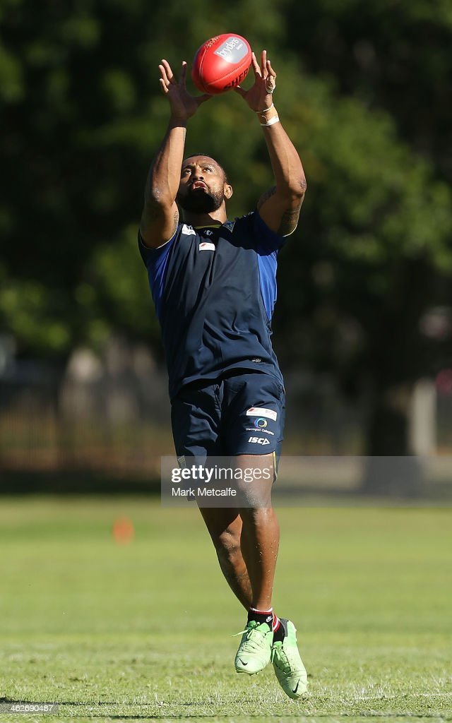 <a gi-track='captionPersonalityLinkClicked' href=/galleries/search?phrase=Roy+Asotasi&family=editorial&specificpeople=167229 ng-click='$event.stopPropagation()'>Roy Asotasi</a> of the Warrington Wolves catches an AFL ball during a Sydney Swans AFL pre-season training session at Lakeside Oval on January 15, 2014 in Sydney, Australia.