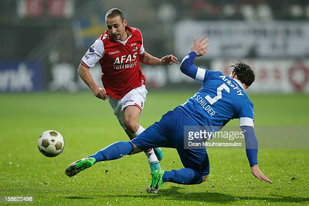 Roy Beerens of AZ and Robbert Schilder of Twente in action during the Eredivisie match between AZ Alkmaar and FC Twente at the AFAS Stadium on...