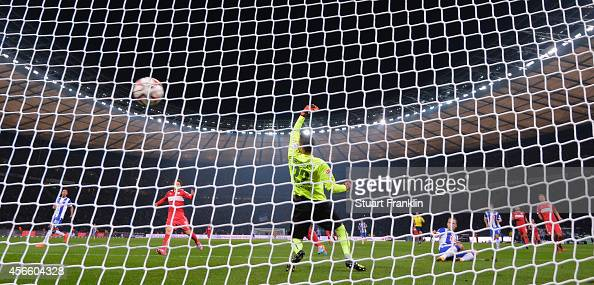 Roy Beerens of Berlin scores the winning goal during the Bundesliga match between Hertha BSC and Vfb Stuttgart at Olympiastadion on October 3 2014 in...