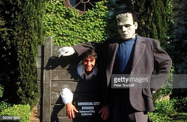 Roy Black im Schafott mit 'Frankenstein'Darsteller Disneyland Los Angeles Kalifornien Amerika USA Urlaub Freizeitpark Vergnügungspark Horror Urlaub...