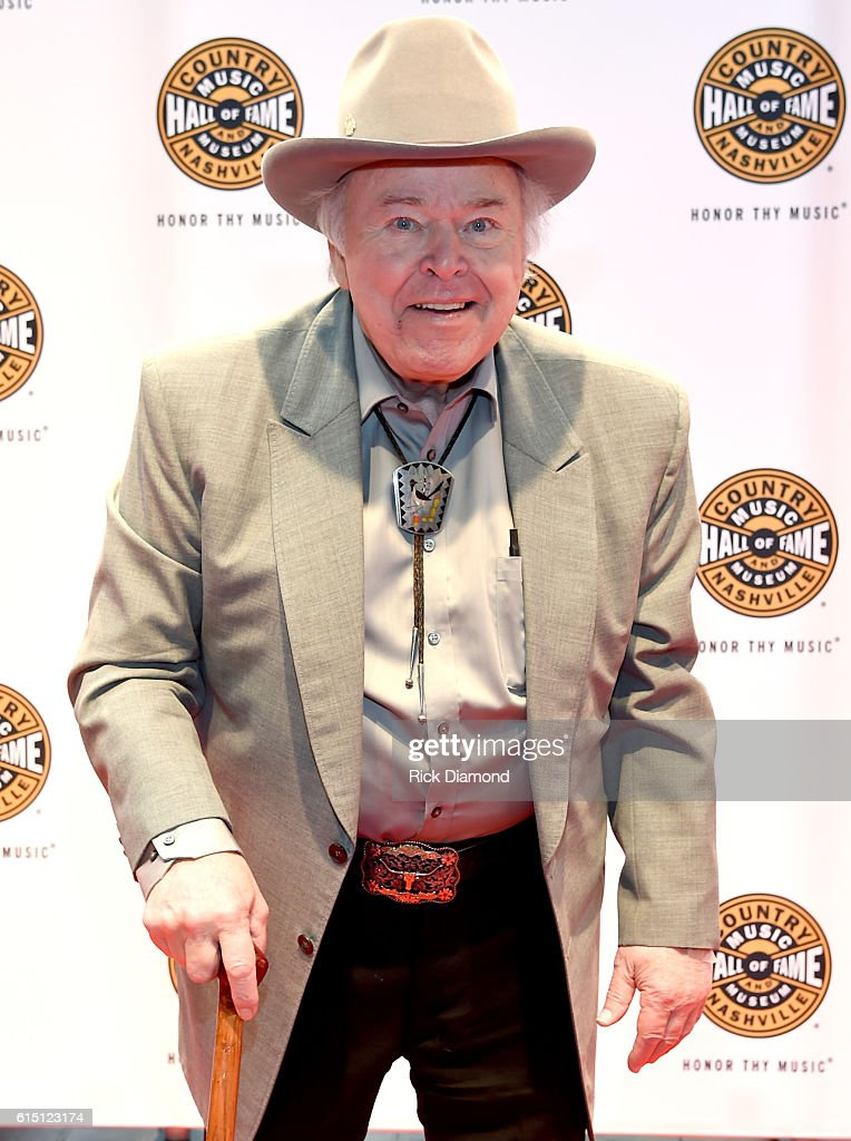 Roy Clark arrives at The 2016 Medallion Ceremony at the Country Music Hall of Fame and Museum on October 16, 2016 in Nashville, Tennessee.