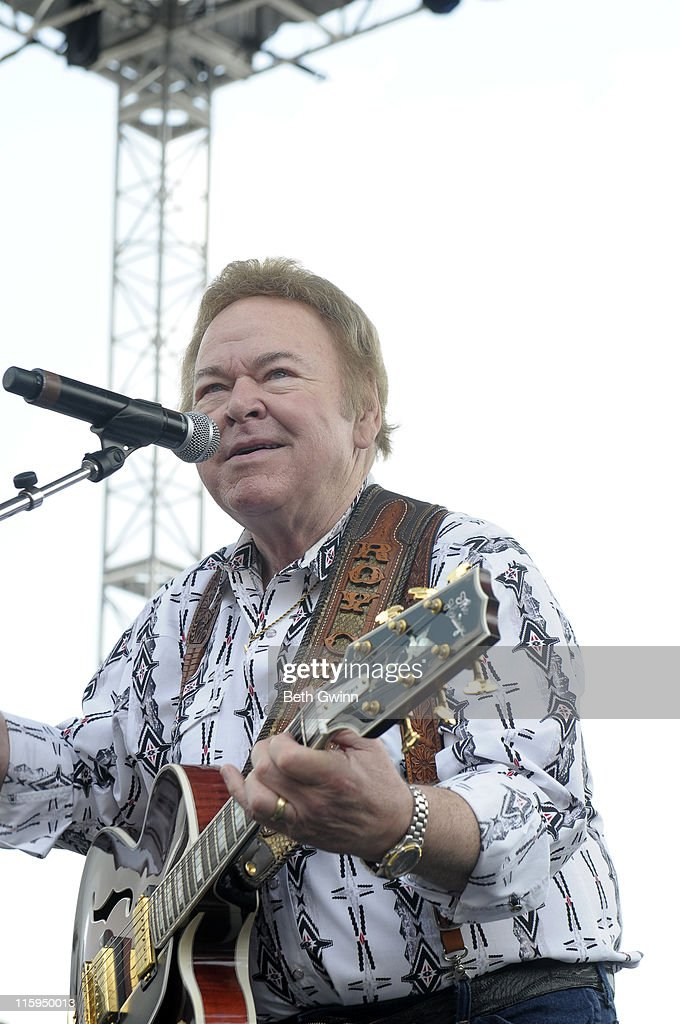 Roy Clark performs at the Riverstage at the 2011 CMA Music Festival on June 12, 2011 in Nashville, Tennessee.