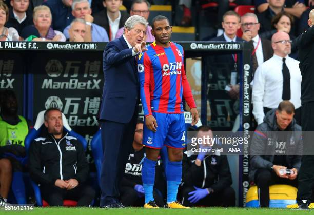 Roy Hodgson manager of Crystal Palace talks to Jason Puncheon of Crystal Palace during the Premier League match between Crystal Palace and Chelsea at...
