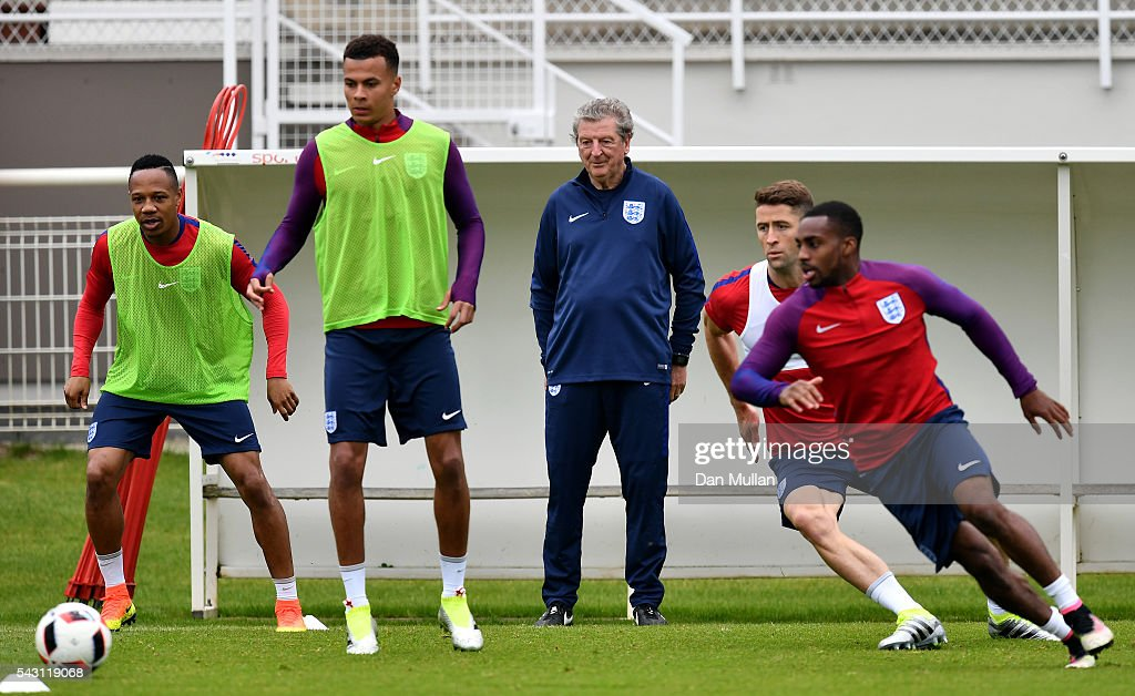 <a gi-track='captionPersonalityLinkClicked' href=/galleries/search?phrase=Roy+Hodgson&family=editorial&specificpeople=881703 ng-click='$event.stopPropagation()'>Roy Hodgson</a>, Manager of England watches his players train during a training session ahead of the UEFA Euro 2016 match against Iceland at Stade du Bourgognes on June 26, 2016 in Chantilly, France.