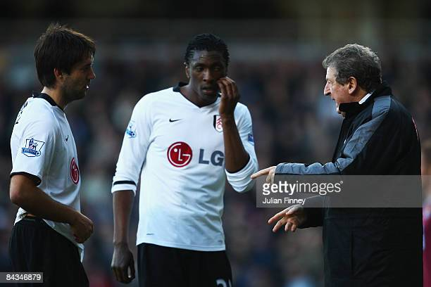 Roy Hodgson the Fulham manager speaks with Clint Dempsey and Dickson Etuhu during the Barclays Premier League match between West Ham United and...
