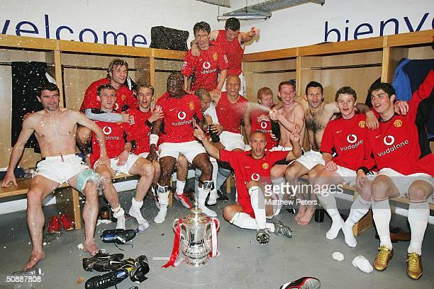 Roy Keane Darren Fletcher Roy Carroll Phil Neville Eric DjembaDjemba Gary Neville John O'Shea Wes Brown Mikael Silvestre Nicky Butt Ryan Giggs Ole...