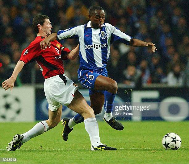 Roy Keane of Manchester United tackles Benni McCarthy of FC Porto during the UEFA Champions League match between Porto and Manchester United in the...