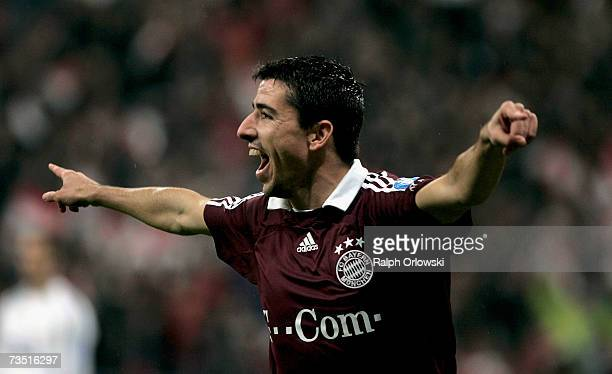 Roy Makaay of FC Bayern Munich celebrates his goal against Real Madrid during the UEFA Champions League round of sixteen second leg match at the...