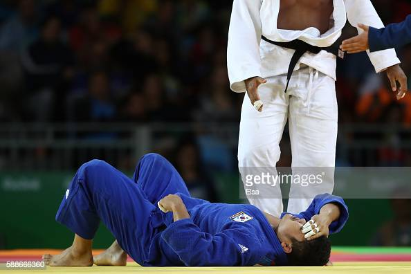 Roy Meyer of the Netherland competes against Sungmin Kim of South Korea during the Men's 100kg Judo contest on Day 7 of the Rio 2016 Olympic Games at...