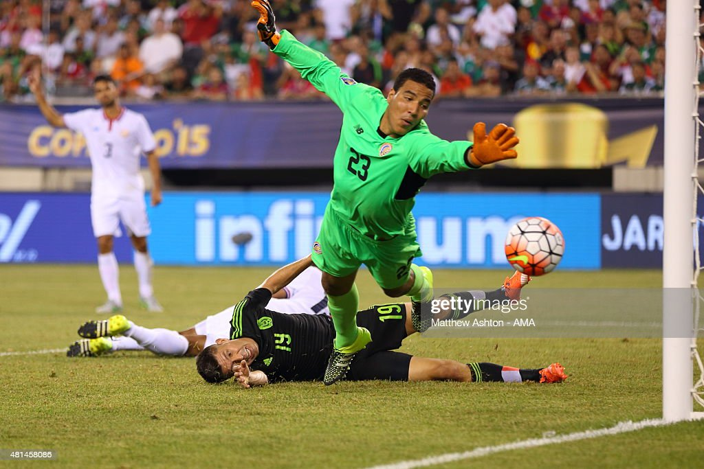 Roy Miller of Costa Rica is adjudged to foul Oribe Peralta of Mexico in the last minute of extra time which resulted in a penalty and Mexico scoring to reach the semi-final during the Gold Cup Quarter Final between Mexico and Costa Rica at MetLife Stadium on July 19, 2015 in East Rutherford, New Jersey.