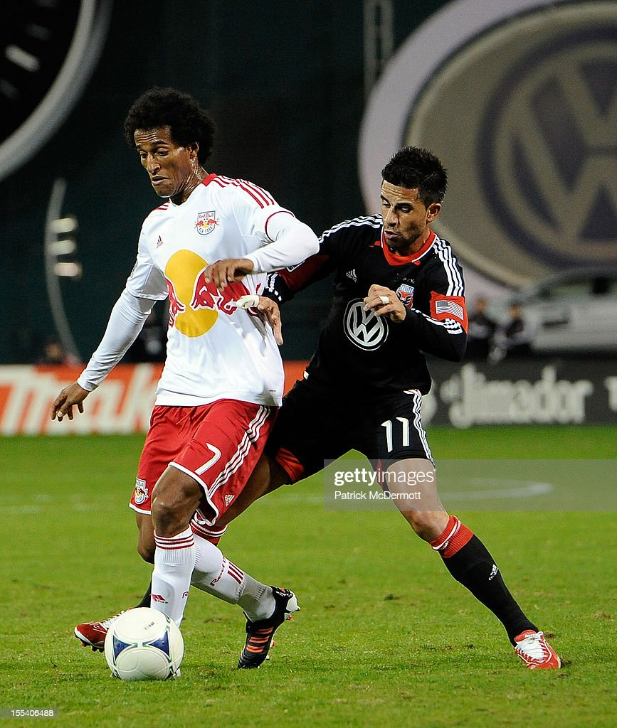 Roy Miller #7 of New York Red Bulls battles for the ball against <a gi-track='captionPersonalityLinkClicked' href=/galleries/search?phrase=Marcelo+Saragosa&family=editorial&specificpeople=178311 ng-click='$event.stopPropagation()'>Marcelo Saragosa</a> #11 of D.C. United during their Eastern Conference Semifinal match at RFK Stadium on November 3, 2012 in Washington, DC.