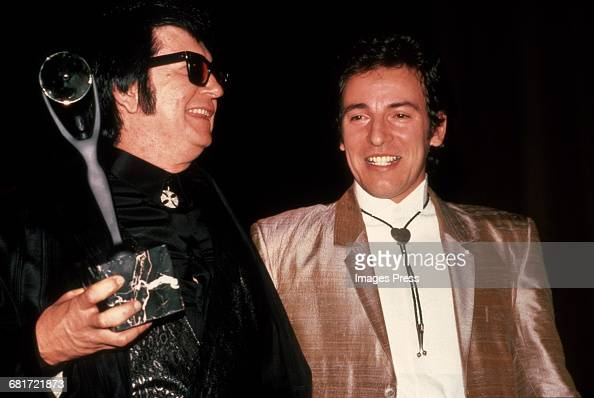 Roy Orbison Bruce Springsteen attend the 2nd Annual Rock N Roll Hall of Fame Induction Ceremony circa 1987 in New York City