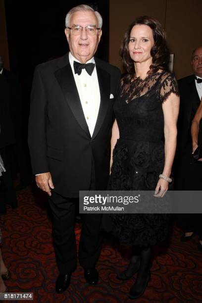 Roy Zuckerberg and Tara Kelleher attend COLD SPRING HARBOR LABORATORY Double Helix Medal Dinner at Mandarin Oriental on November 9 2010 in New York
