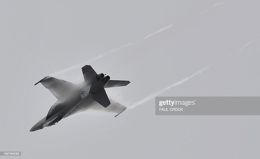 Royal Australian Air Force F-18 performs a flying demonstration at the Australian International Airshow in Melbourne on February 27, 2013. 180,000 patrons are expected through the gates over the duration of the event staged at the Avalon Airfield some 80kms south-west of Melbourne. AFP PHOTO / Paul CROCK