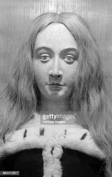 Royal funeral effigy of Elizabeth of York Westminster Abbey London 19451980 Photograph taken 19451980 of a detail of the funerary effigy of Elizabeth...