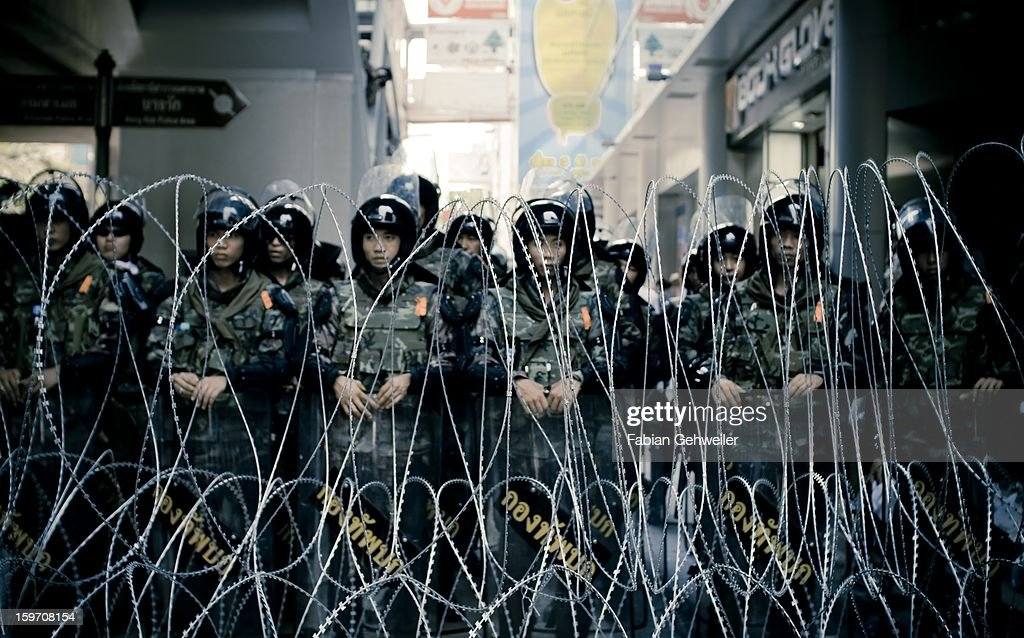 CONTENT] Royal Thai Army soldiers with anti riot gear standing behind razor wire during emergency decree April 2010 in Silom, Bangkok.