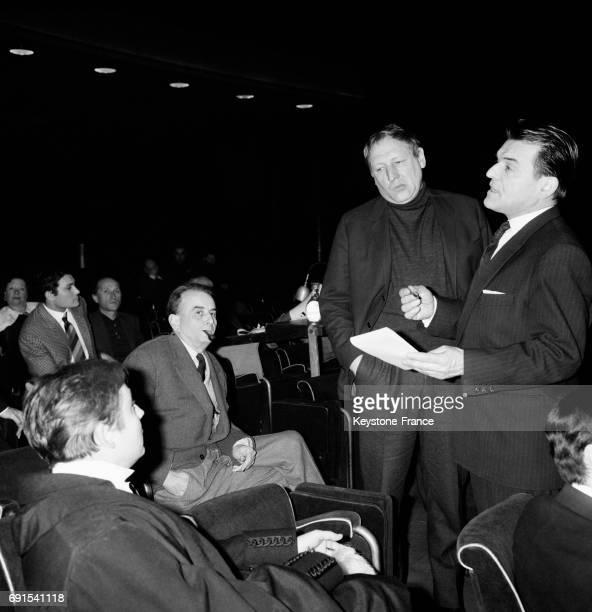 Répétition de la pièce avec Georges Wilson et le metteur en scène Jean Deschamps au TNP Palais de Chaillot à Paris France le 3 février 1964