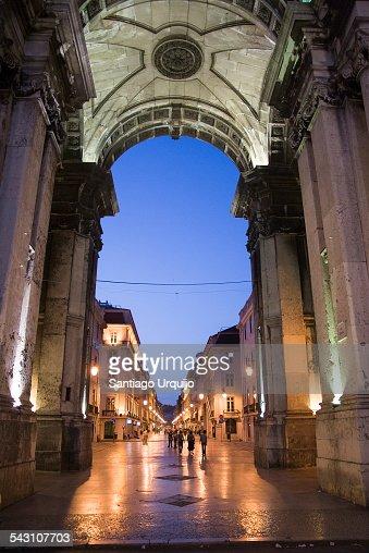 Rua Augusta Arch illuminated at night