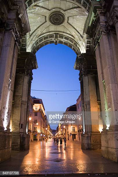 Rua Augusta Arch illuminated at night