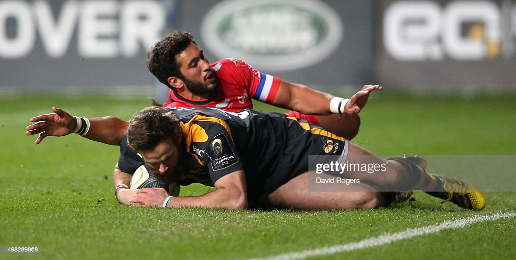 Ruaridh Jackson of Wasps breaks clear of Maxime Mermoz to score a try during the European Rugby Champions Cup match between Wasps and Toulon at the Ricoh Arena on November 22, 2015 in Coventry, England.