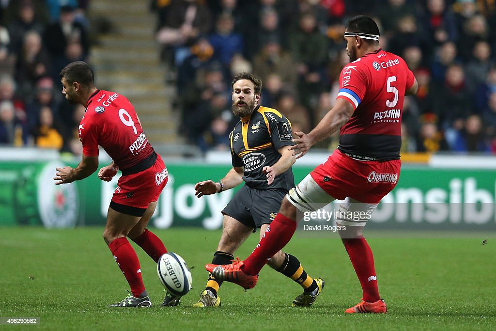 <a gi-track='captionPersonalityLinkClicked' href=/galleries/search?phrase=Ruaridh+Jackson&family=editorial&specificpeople=4052398 ng-click='$event.stopPropagation()'>Ruaridh Jackson</a> of Wasps kicks the ball past Jonathan Pelissie (L) and Romain Taofifenua during the European Rugby Champions Cup match between Wasps and Toulon at the Ricoh Arena on November 22, 2015 in Coventry, England.