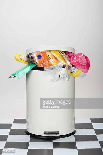 Immondizia in un bidone