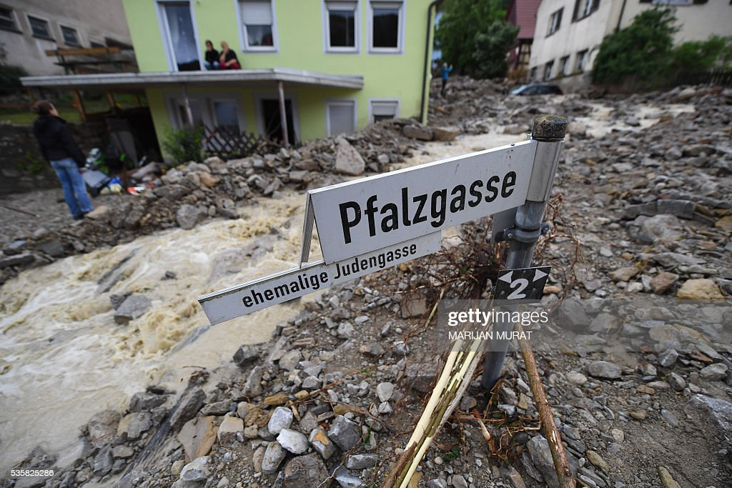 Rubble lays in a flooded street in Braunsbach, southern Germany, on May 30, 2016. Four people died and several more were injured in southern Germany after violent storms with torrential rains caused severe flooding, authorities said. / AFP / dpa / Marijan Murat / Germany OUT