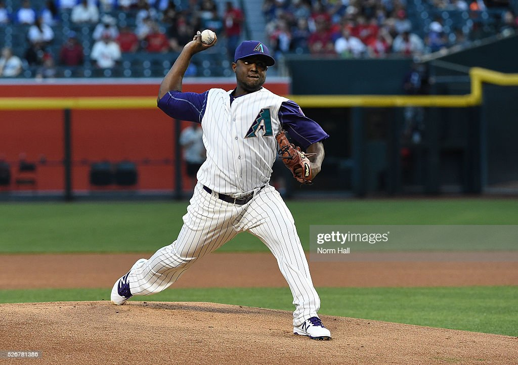 Rubby De La Rosa #12 of the Arizona Diamondbacks delivers a pitch against the St Louis Cardinals on April 28, 2016 in Phoenix, Arizona.