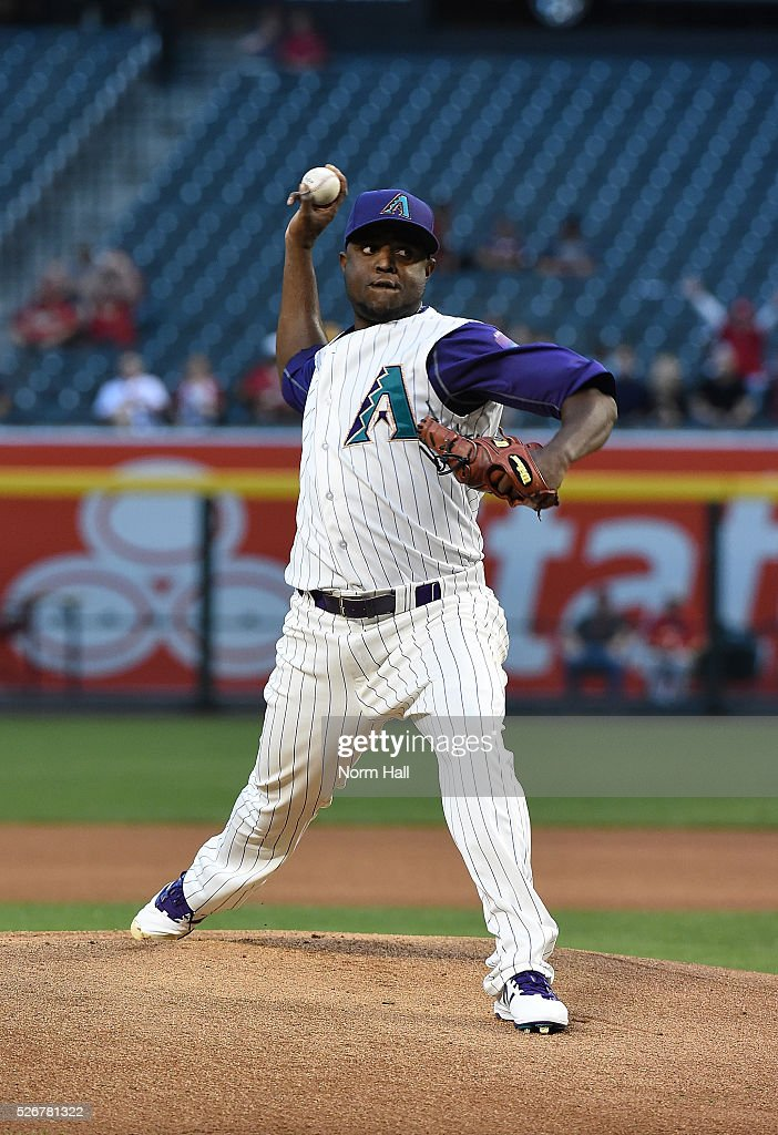 Rubby De La Rosa #12 of the Arizona Diamondbacks delivers a warm up pitch against the St Louis Cardinals on April 28, 2016 in Phoenix, Arizona.