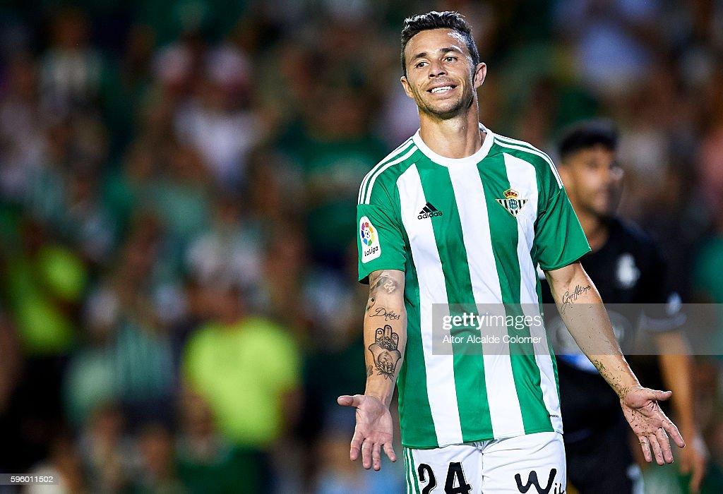 Ruben Castro of Real Betis Balompie reacts during the match between Real Betis Balompie v RC Deportivo La Coruna as part of La Liga at Estadio Benito...