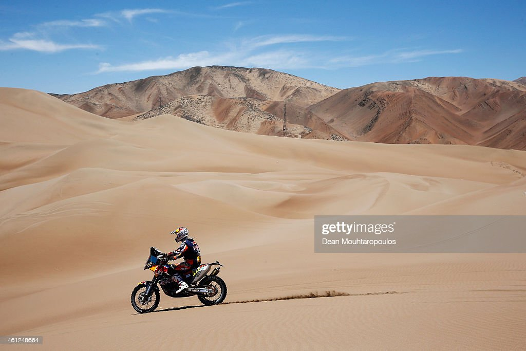 <a gi-track='captionPersonalityLinkClicked' href=/galleries/search?phrase=Ruben+Faria&family=editorial&specificpeople=2092898 ng-click='$event.stopPropagation()'>Ruben Faria</a> of Portugal and riding the for the Red Bull KTM Factory Team competes during day 6 of the Dakar Rallly between Antofaasta and Iquique on January 9, 2015 near Iquique, Chile.