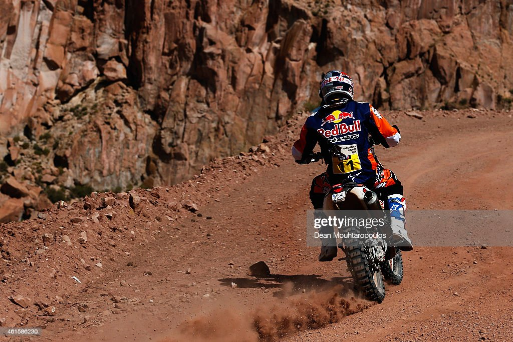 <a gi-track='captionPersonalityLinkClicked' href=/galleries/search?phrase=Ruben+Faria&family=editorial&specificpeople=2092898 ng-click='$event.stopPropagation()'>Ruben Faria</a> of Portugal and riding the for the Red Bull KTM Factory Team compete in the near the Salinas Grandes during Stage 10 on day 11 of the Dakar Rallly between Calama and Cachi on January 14, 2015 near San Salvador de Jujuy, Argentina.