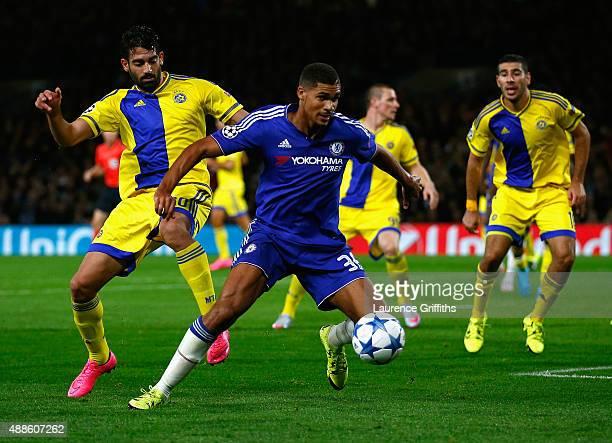 Ruben LoftusCheek of Chelsea holds off Omri Ben Harush of Maccabi Tel Aviv during the UEFA Chanmpions League group G match between Chelsea and...