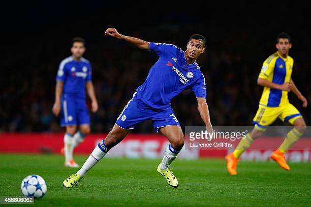 Ruben LoftusCheek of Chelsea on the ball during the UEFA Chanmpions League group G match between Chelsea and Maccabi TelAviv FC at Stamford Bridge on...
