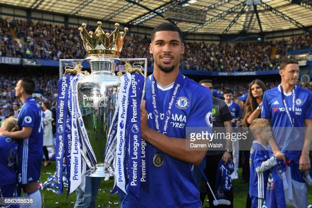 Ruben LoftusCheek of Chelsea poses with the Premier League Trophy after the Premier League match between Chelsea and Sunderland at Stamford Bridge on...