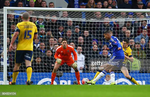 Ruben LoftusCheek of Chelsea shoots past goalkeeper Luke Daniels of Scunthorpe United to score their second goal during the Emirates FA Cup third...