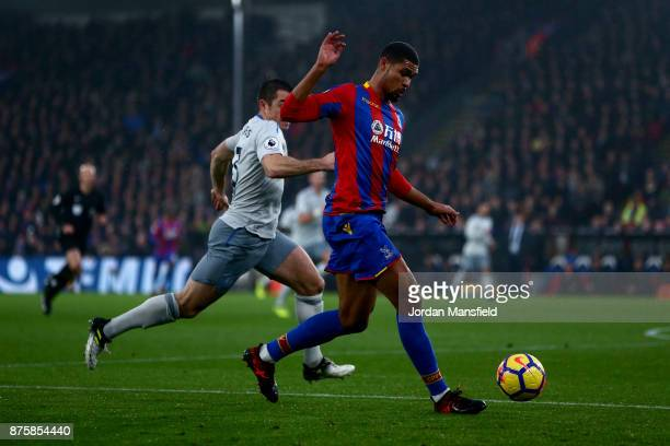 Ruben LoftusCheek of Crystal Palace under pressure from Leighton Baines of Everton during the Premier League match between Crystal Palace and Everton...