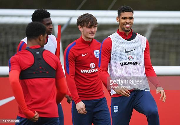 Ruben LoftusCheek warms up alongside team mates during an England U21 training session ahead of their UEFA U21 European Championship qualifier...