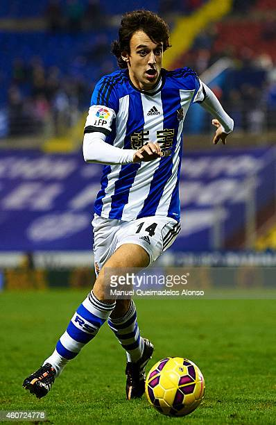 Ruben Pardo of Real Sociedad runs with the ball during the La Liga match between Levante UD and Real Sociedad de Futbol at Ciutat de Valencia on...